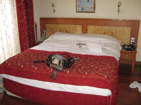 Santa Ottoman Hotel: Bed!!!