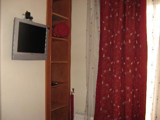 Santa Ottoman Hotel: TV