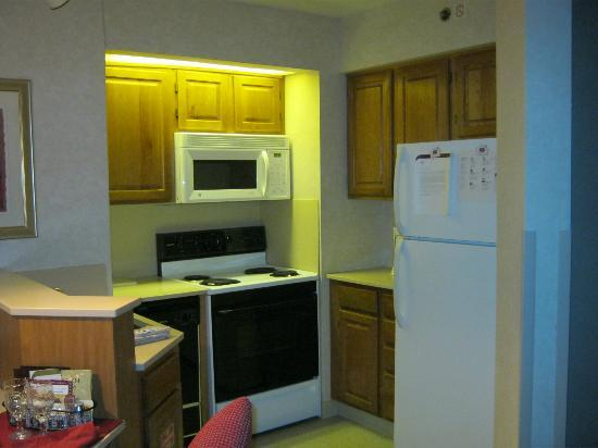Residence Inn Rochester West/Greece: Kitchen of Suite