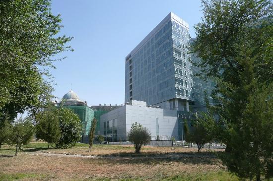 Hyatt Regency Dushanbe: Hyatt Hotel von außen