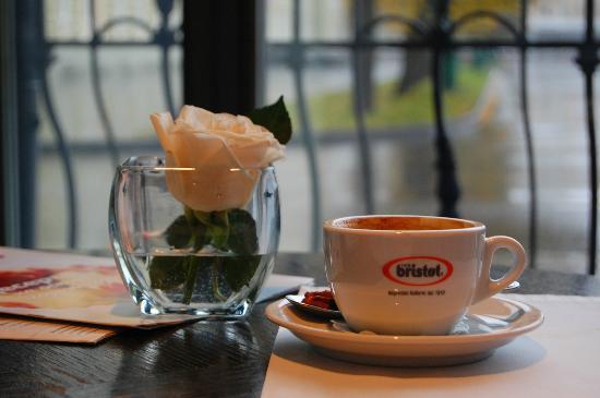 Nice People: having cofee in Horoshie Ludi