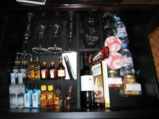 Hyatt Hotel Canberra: Mini-bar