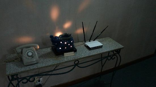 Alfa Hotel: risky good-smeel-lamp burns day and night ... internet-router