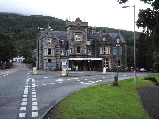 Bay Tarbet Hotel: View from outside