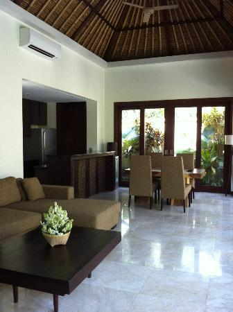 Mahagiri Villas: Living/ Dining/ Kitchen