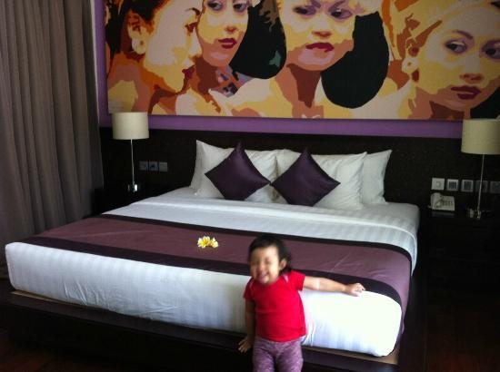 Mahagiri Villas: Master bedroom...photo bombed by a cutie pie