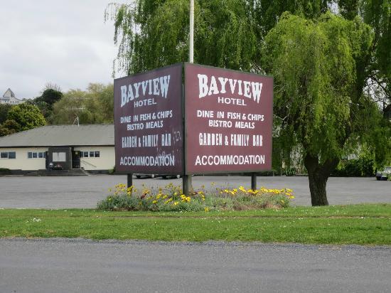 Kaiaua, New Zealand: Bay view Hotel signage