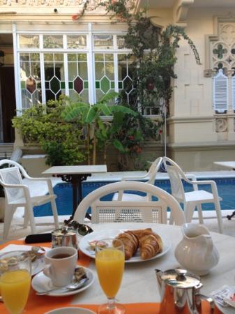 Hotel El Xalet: Frühstück auf der Terrasse