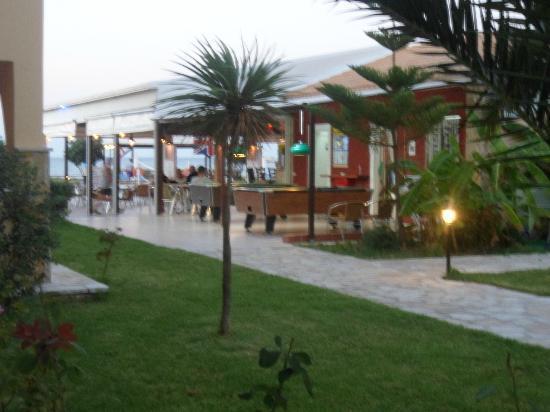 Alykanas Beach Apart-Hotel: hotel grounds