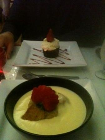 Cascades Restaurant: Our desserts...