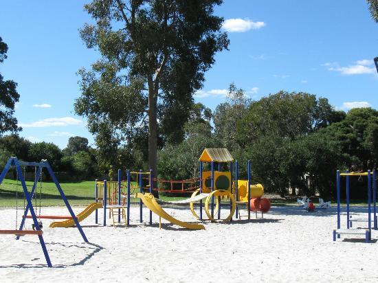 Fern Cove B&B: Fern Cove Park playground opposite the B&B