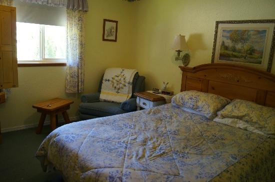 Autumn Pond Bed and Breakfast: The Room