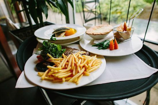 Wrea Green, UK: The Restaurant, Ribby Hall Village