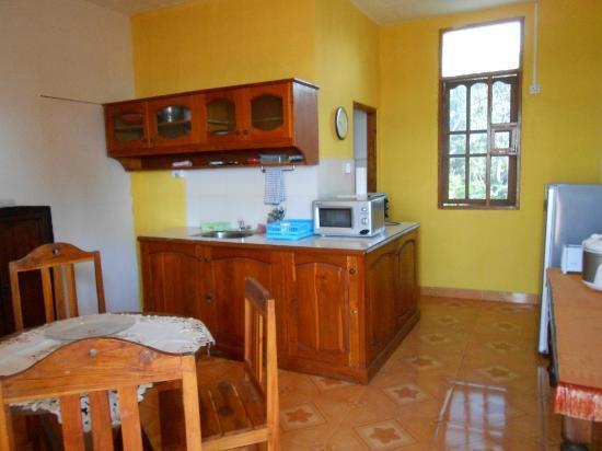 Pousada Casa do Sandalo, Boutique Guesthouse: Common kitchen