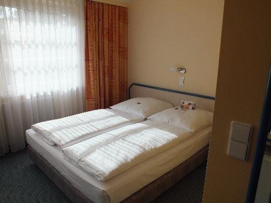 Leonardo Hotel Berlin City Sud: Bedroom View 2