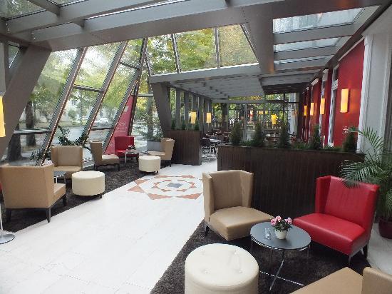 Leonardo Hotel Berlin City Sud: View of Reception Area