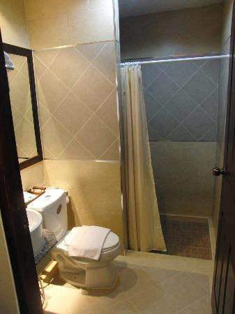 Royal Nakhara Hotel: Snug & Well Set Out Ensuite