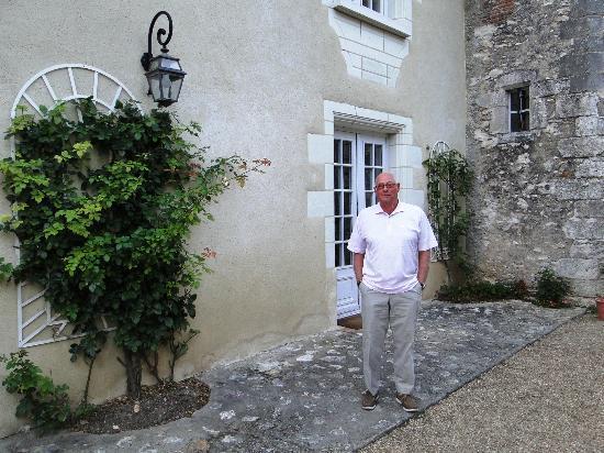 Manoir de Chaix: outside on the terrace