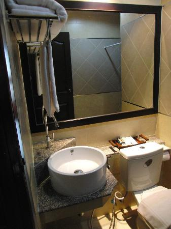 Royal Nakhara Hotel: I Liked The Basin Setting