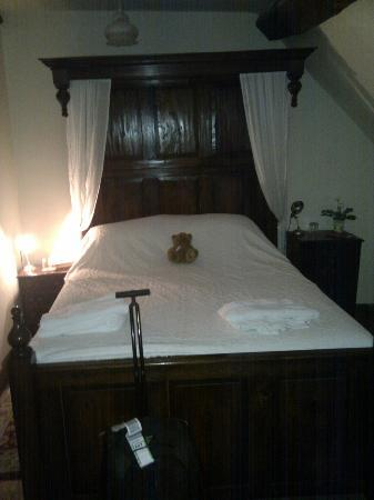 The Severn Trow: The bed is very comfortable!