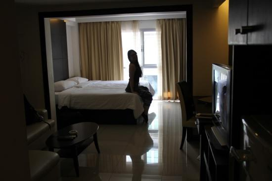 Baywalk Residence Pattaya: This is a room at Baywalk...minus the wife.