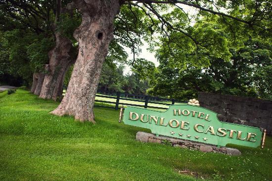The Dunloe: Hotel signage