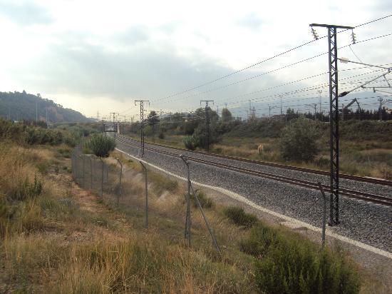 سيركوتيل إيه إس هوتلز بورتا دي برشلونة: THE ROAD THAT LEADS YOU TO THE TRAIN STATION 3 