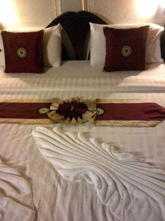 لاماي إن 99 بنجالوز: Lamai Inn 99- A nicely decorated bed