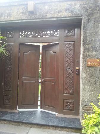 Kamuela Villas and Suite Sanur: main entrance of villa