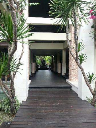Kamuela Villas and Suite Sanur: Hotel main entrance