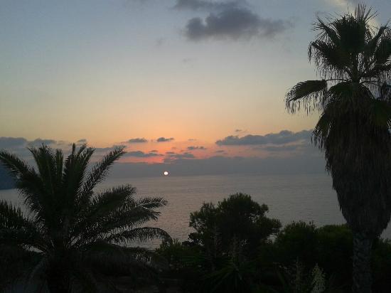 Club Cala Azul: El espectaculo de la salida del sol