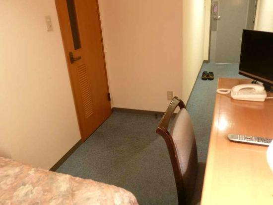 Hotel Miyuki : 5  「バス無しシングル」客室(ドア側)