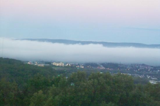 Holiday Inn Wilkes Barre East Mountain: Morning overlooking the valley.