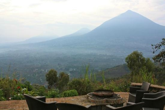Virunga Lodge: View of outdoor seating area/volcanoes