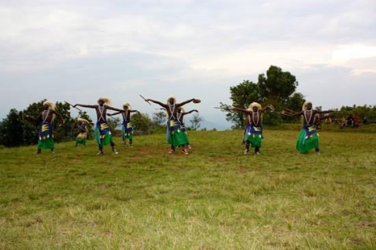 ‪‪Virunga Lodge‬: Traditional Dancers at Lodge