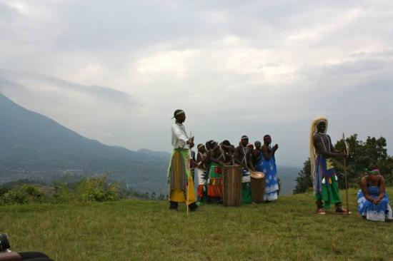 Virunga Lodge: Traditional Dancers at Lodge