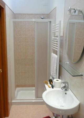 Agriturismo Villa Selvatico : 1st Bathroom Il Glicine