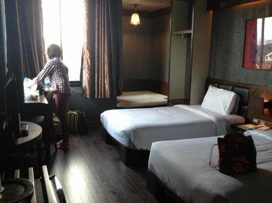 B2 Nimman Premier Hotel: twin bed.