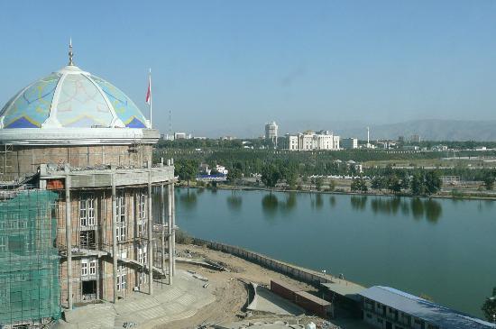 Hyatt Regency Dushanbe: Aussicht 9 Stock - rechts hinten Präsidentenpalast