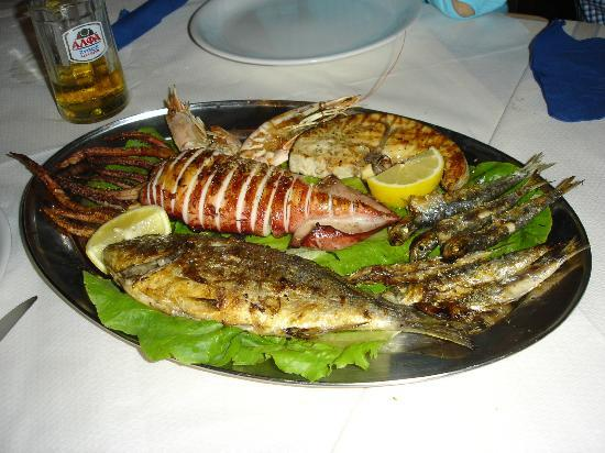 Sea View Taverna : Actual platter wife and I shared