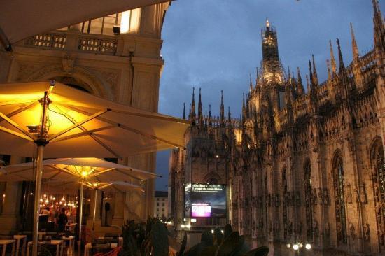 la Madonnina benedice l\'aperitivo! - Foto di Terrazza Aperol, Milano ...