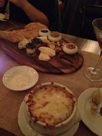 Bistro le Coq: Cheese Plate and French Onion Soup