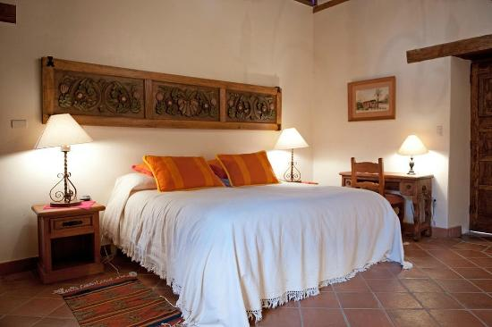 Villa Victoria: The King bed in room with single bed too