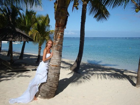 LUX* Le Morne: Me bride and beach