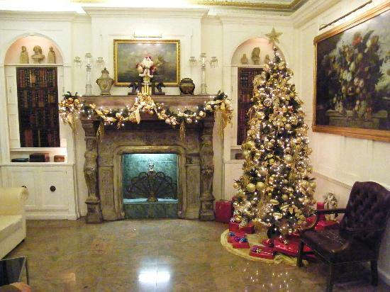 Days Inn Hotel New York City-Broadway: You could really feel Christmas in te lobby