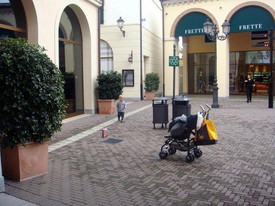Noventa di Piave, Italy: аутлет
