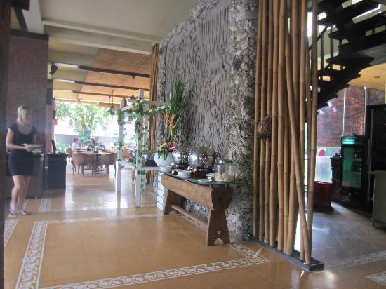 Ramayana Resort & Spa: Breakfast area