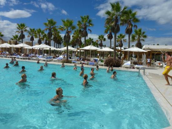 Club Med Yasmina: Aquagym à la piscine principale