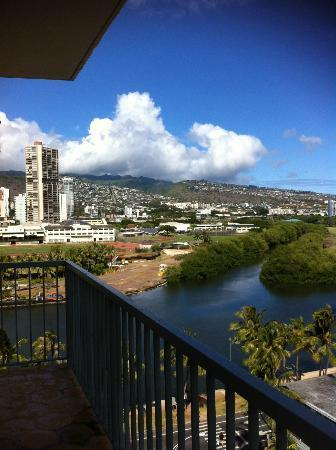 Coconut Waikiki Hotel: this is the view from our bralcony