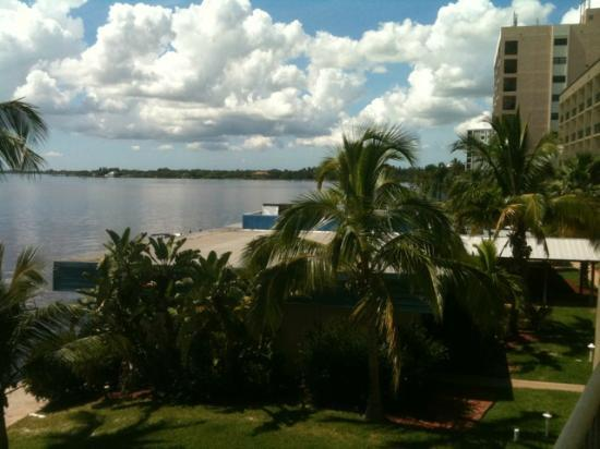 Best Western Fort Myers Waterfront: Looking out over the water.